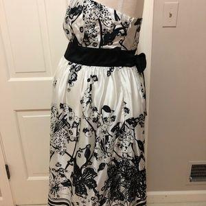 Maternite Dresses - Maternite Black and White Strapless Tie-Back